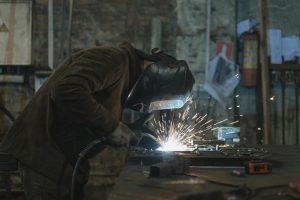 Read more about the article Quels sont les différents travaux de bricolage réalisables avec une meuleuse Ryobi?